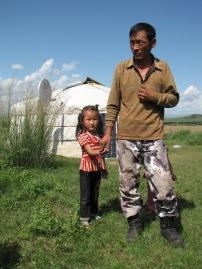 Keine Seltenheit mehr unter Nomaden- Photovoltaikanlage und SAT-Schüssel