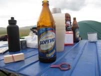 Am Abend wurde mit mongolischem Bier und einem nur in Österreich, der Mongolei und in Indonesien verbreiteten Musikinstrument, der Maultrommel Stimmung gemacht.