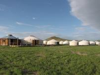 Kurz bevor wir die Wüste Gobi erreichen übernachten wir wieder in einem Jurtencamp.